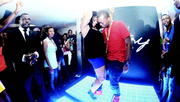 Chee-l-and-Olamide-dancing-at-the-club-tour-event.-620x350