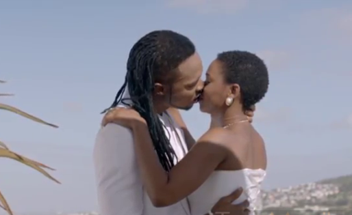 chidinma-flavour-kissing
