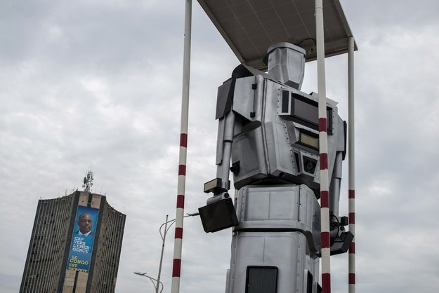 traffic controlling robots in congo