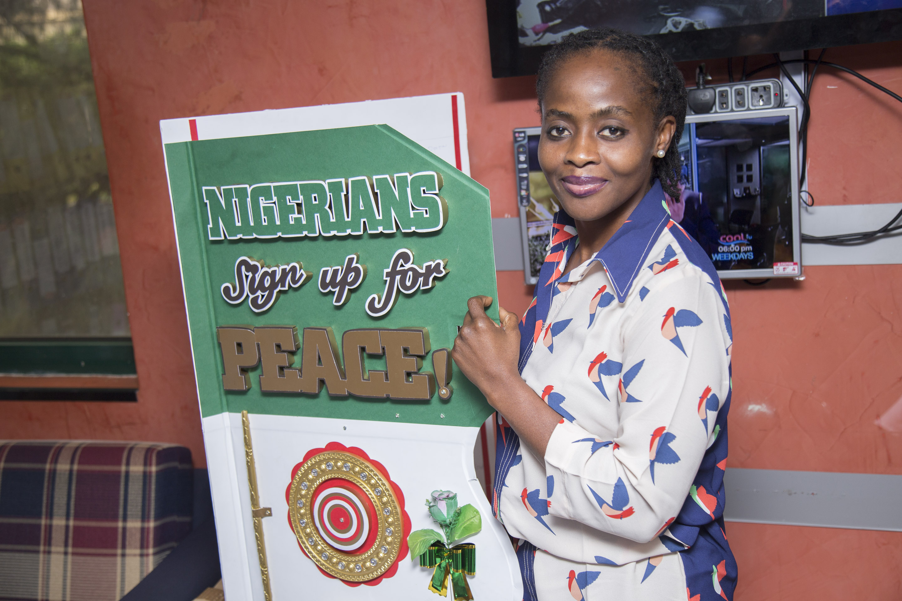 inya signs for peace