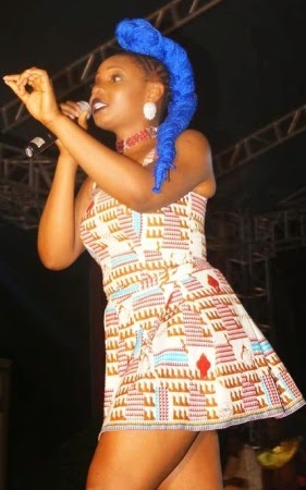 yemi-alade-blue-hair-4