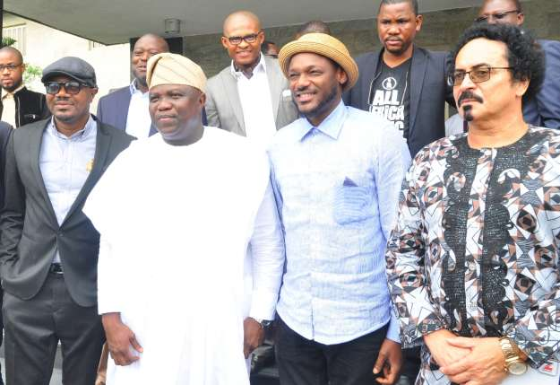 2Baba-poses-with-the-Governor-and-other-AFRIMA-delegates