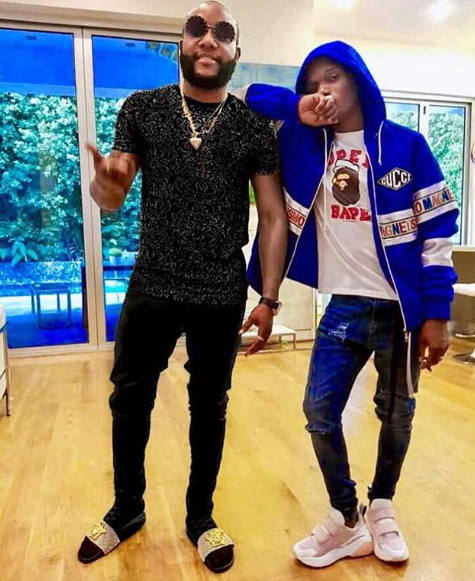 Kcee strikes a pose with Wizkid